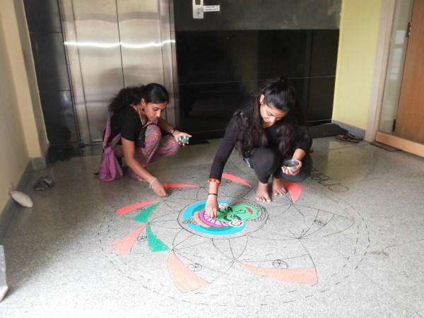 Oneindia Onam 2013 Rangoli - getting extra help