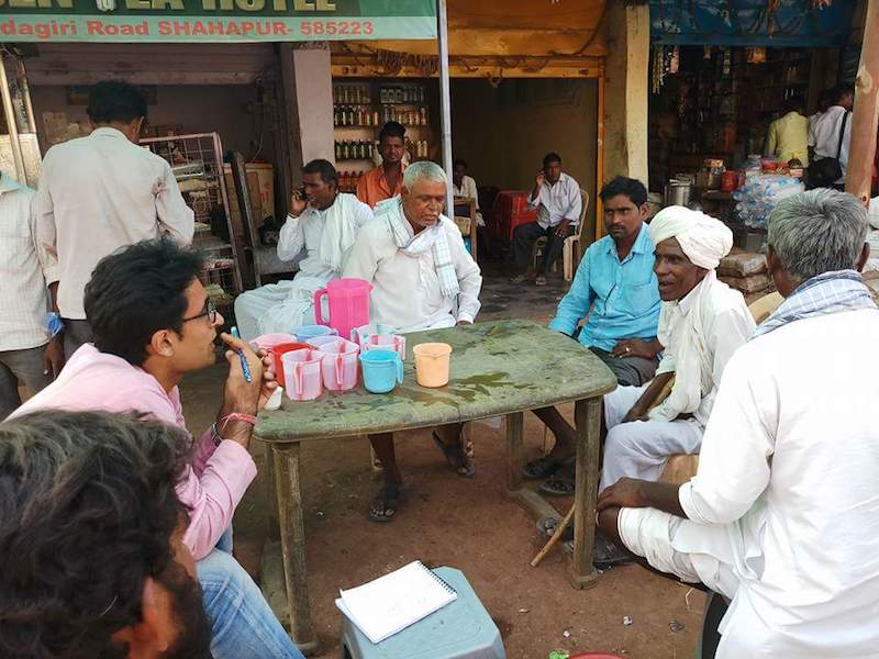 Pradip Bhandari from Jan Ki Baat conducting a survey with farmers in a JanKiBaat social chaupal in North Karnataka during assembly elections 2018